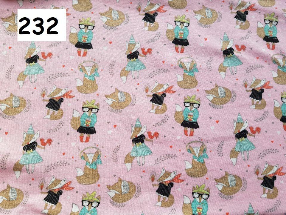232 - lišky na růžové